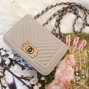 Handbags - Ash gray quilted bag with chain